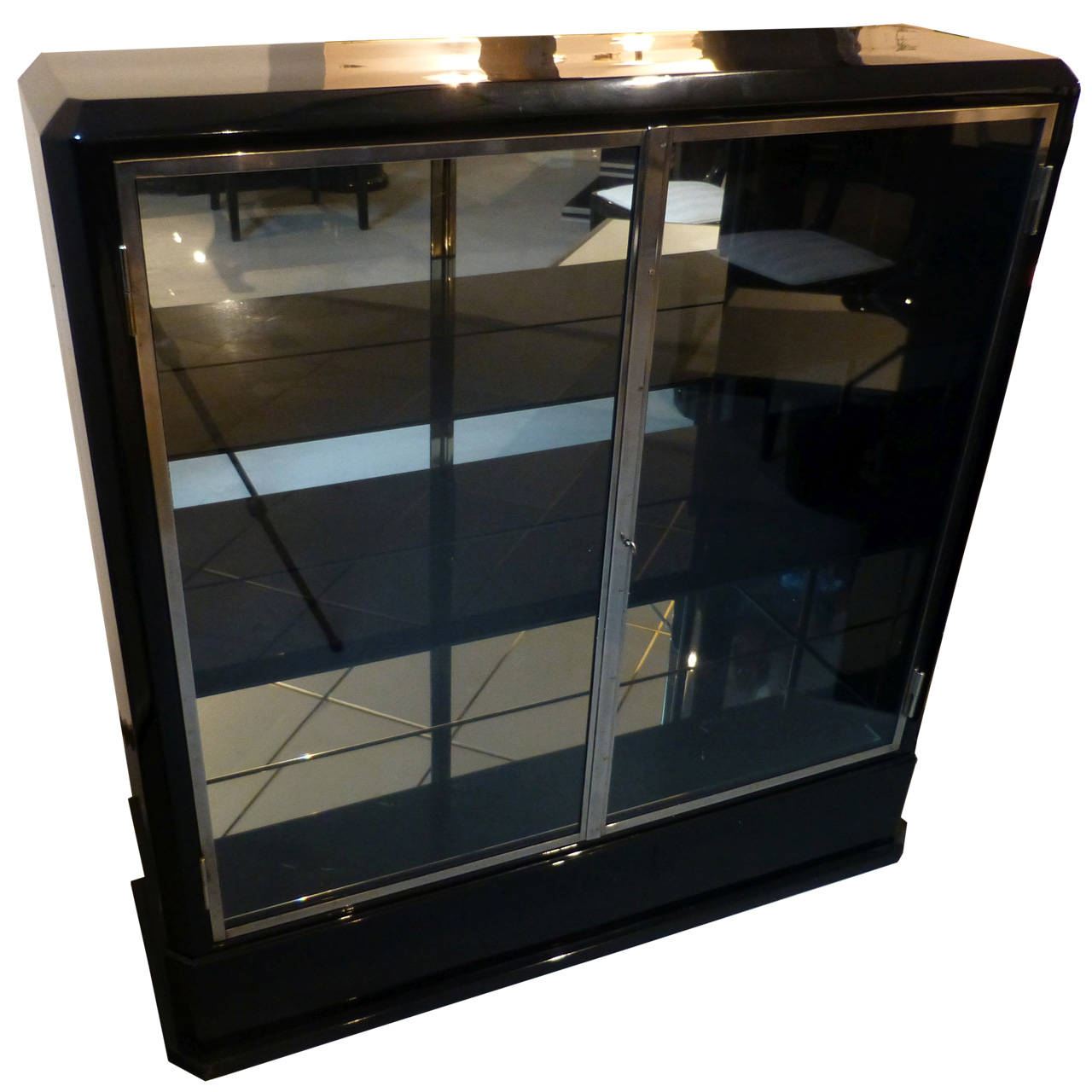 3330 Art Deco Vitrine aus Frankreich, Original, vollständig restauriert, innen und außen schwarz hochglanz lackiert und poliert.