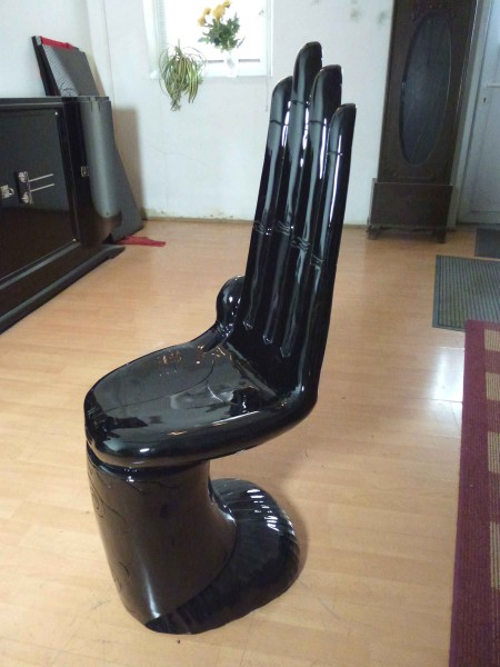 Stuhl, massiv, als Hand