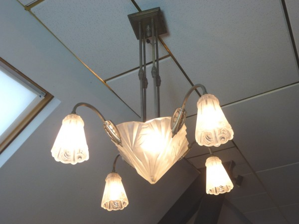4-armige Art Deco Deckenlampe mit satinierten Gläsern, Original ...