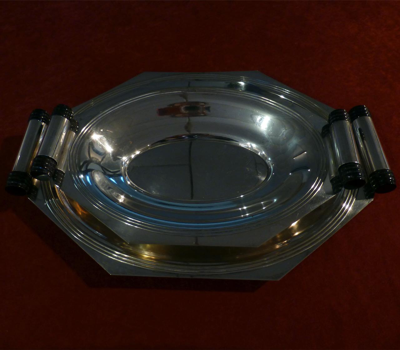 0050 Art Deco Tablett Set im Originalzustand bestehend aus einer größeren und kleineren Servierschale in Silber