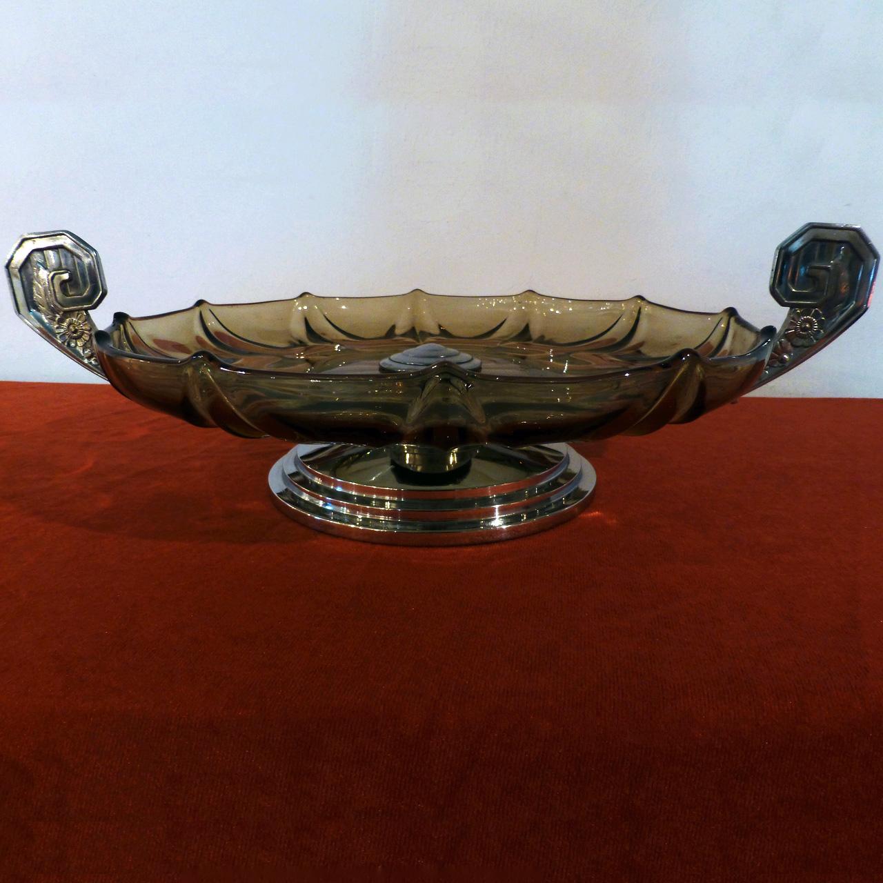 0014 Art Deco Schale aus grünlichem klaren Pressglas mit verchromten Sockel & Griffen
