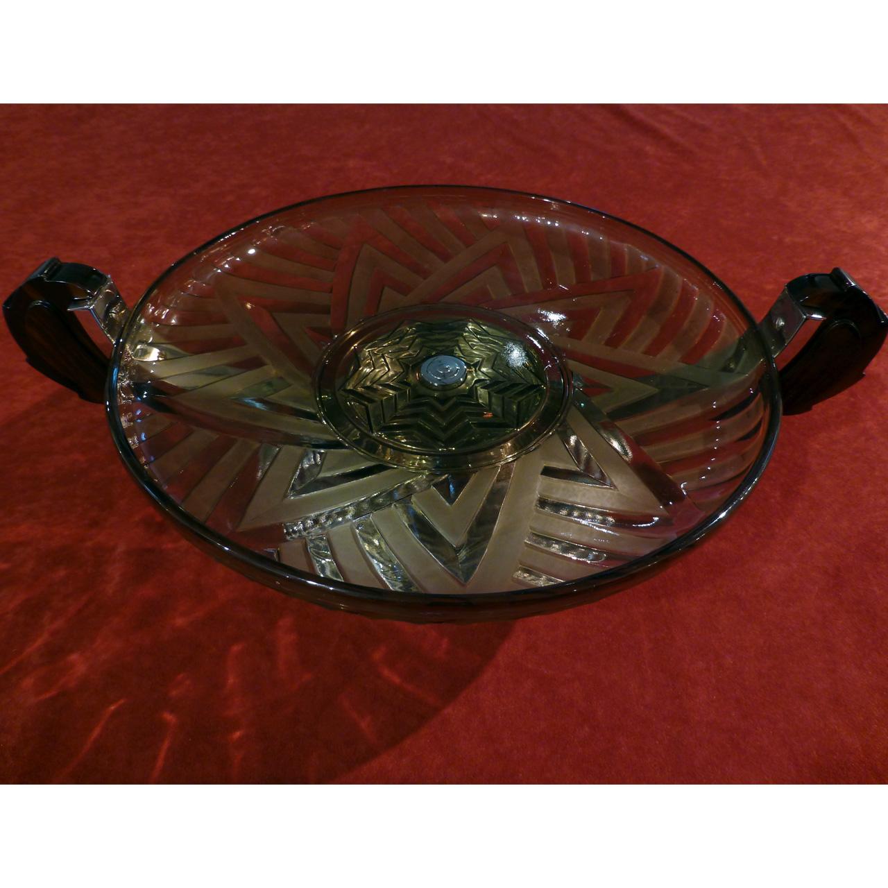 0040 Art Deco Schale aus leicht grün / bräunlichem Pressglas mit Makassar Griffen und sternförmigem Ornament