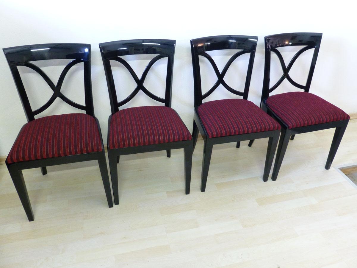 3325 4 Art Deco Stühle aus Frankreich hochwertig restauriert. Schwarzlack hochglanz und poliert.