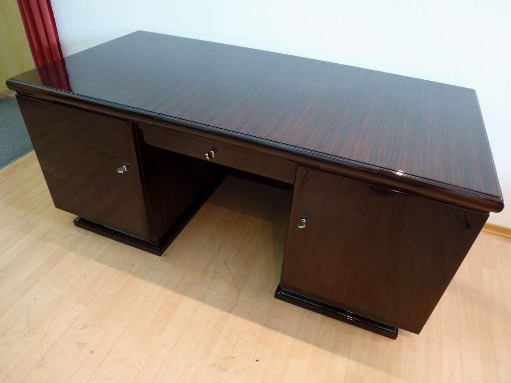 3185 Art Deco Schreibtisch aus Makassarholz in hochwertigem Lackaufbau hochglänzend und poliert.